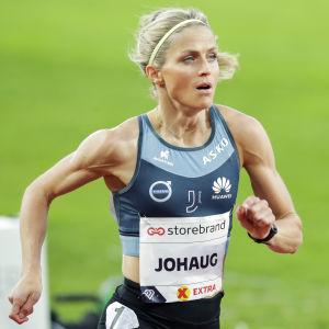 Therese Johaug löper i Oslo.