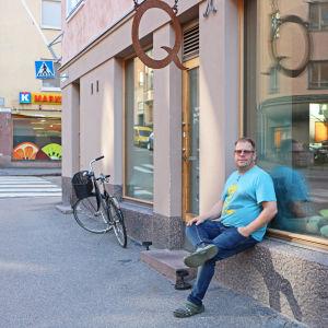 Marc Aulén utanför sin restaurang Qulma.