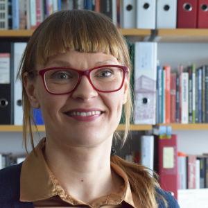 Enligt WHO borde staten övervaka internationell rekrytering, Tiina Vaittinen säger att Finland bryter mot WHO:s rekommendationer.