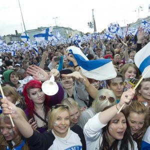 Fest vid Helsingfors salutorg efter VM-guldet i ishockey 2011.