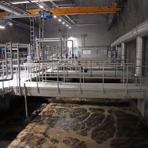 Mikkelin jätevedenpuhdistamon ilmastus- ja kalvosuodatus-tila.