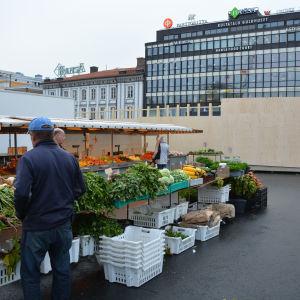 Torgförsäljning i Åbo centrum.