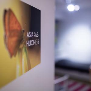 Turvakodin yksi huoneista, perhehuone, Pääkaupungin Turvakoti ry, Etelä-Haaga, 14.1.2019.