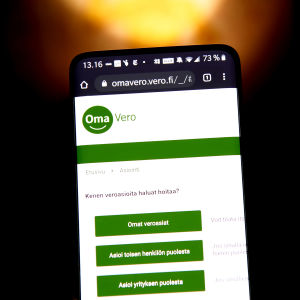 OmaVero-sivusto puhelimen ruudulta.