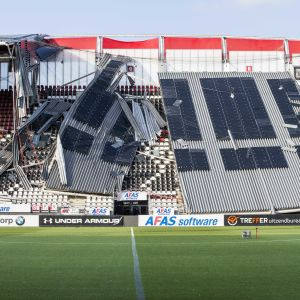 Taket har rasat på AZ Alkmaars hemmastadion.