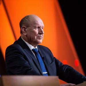 Estlands inrikesminister Mart Helme i en talarstol.