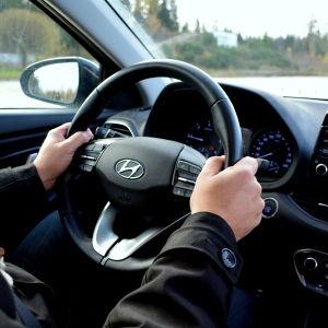 Det rätta sättet att hålla i ratten.