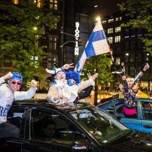 Kansa juhlii Helsingin keskustassa jääkiekon maailmanmestaruutta 27.5.2019.
