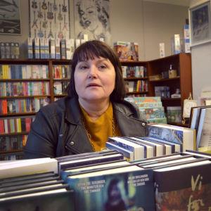 Anna-Lena Palomäki, ägare och vd på Gros bokhandel i Vasa.