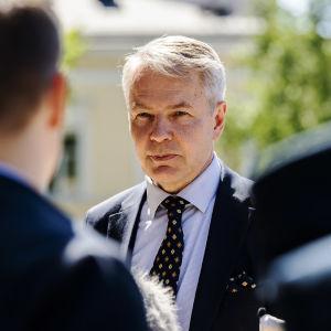 Kuvassa on Pekka Haavisto.