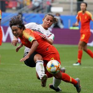 Kina mot Tyskland i fotboll.