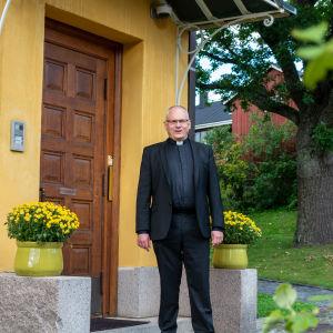 Bo-Göran Åstrand utanför Biskopsgården.