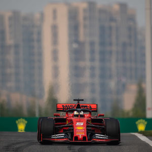 Sebastian Vettel i farten under Kinas grand prix 2019.