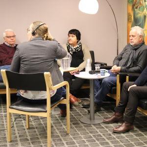 Markku Orell (Saml), Lotta Sundström, Regina Koskinen (SFP), Bosse Mellberg och Nina Söderlund.