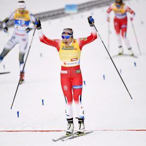 Maiken Caspersen Falla vann VM-guld i sprint.