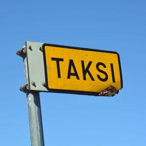 En taxiskylt.