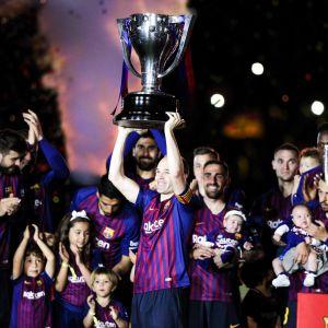 Av alla Barcelonahjältar var Andrés Iniesta den mest firade.