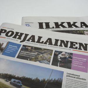 Ett exemplar var av tidningarna Pohjalainen och Ilkka.