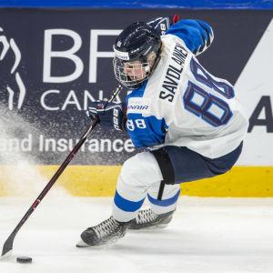 Ronja Savolainen på isen