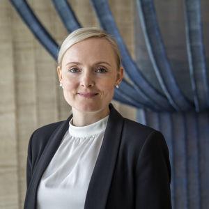 Maria Ohisalo sisäministeriön aulassa elokuussa 2019