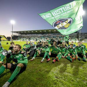 KPV-spelare firar avancemang till ligan 2018.