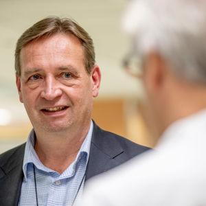 Profilbild på sjukhusdirektör Petri Virolainen.