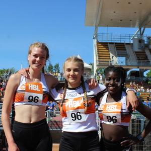 Suzette Finne, Ronja Gäddnäs och Alicia Björkvik från Sursik skola vann högstadieflickornas 600+600+400 m, Stafettkarnevalen 2018.