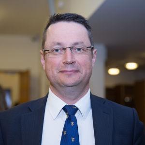 Mika Kari föreslås bli ordförande för utskottet