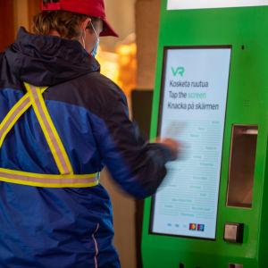 VR lippuautomaatit Helsingin päärautatieasemalla.