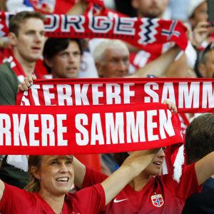 Norska supportrar under VM-åttondelen mot Australien som Norge vann efter straffar.