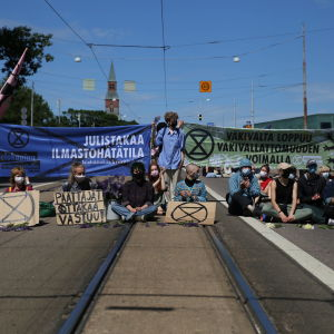 Elokapina mielenosoitus Helsngin Mannerheimintiellä 17.6.2021