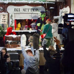 Inspelningar av Jul i Hittehatt pågår i tv-studio