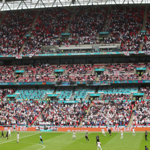 Yleisöä Wembleyn katsomossa.