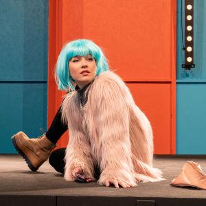 Nuorten kansallisteatteri Kantin Otteita-näytelmän näyttelijä Anna Böhm