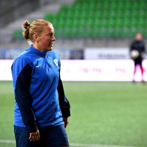 Anna Westerlund på Sandvikens fotbollsstadion i Vasa.