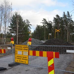 Plankorsningen i Skogby stängs av.
