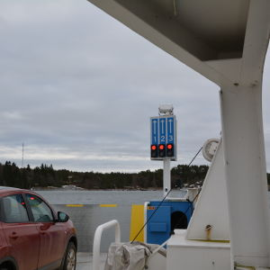 Bil ombord på Skagenfärjan i Iniö.