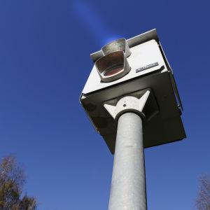 """En trafiksäkerhetskamera eller så kallad """"fartkamera""""."""
