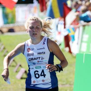 Marika Teini tar silver vid VM i orientering 2018.