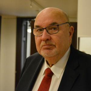 Lars Gästgivars.