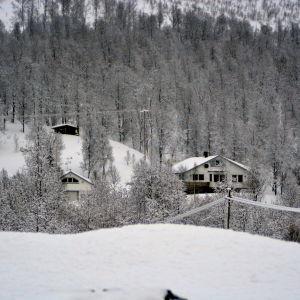 Hus i Tamokdalen i Nordnorge.