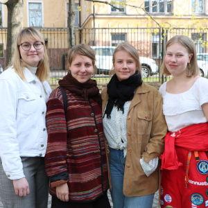Studerandena Julia Räisänen, Petra Niskanen, Hanna Pulkkinen och Iisa Arvelin