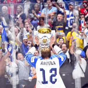 Marko Anttila firar VM-guld 2019.
