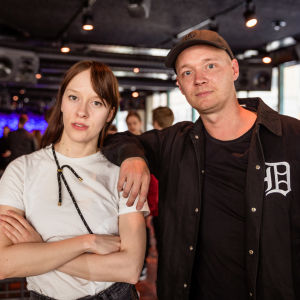 Mia Kemppainen och Fredi Lundén poserar.
