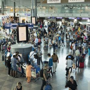 En terminal vid Helsingfors-Vanda flygplats på sommaren 2018.