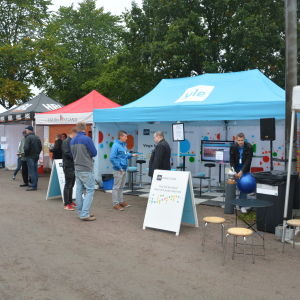 Svenska Yle bevakar ekenäs höstmarknad.