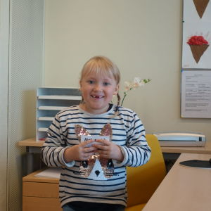 Foto på Nella Saarelainen i skolklass