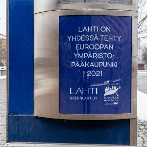 Ympäristöpääkaupunki 2021-juliste Lahdessa.