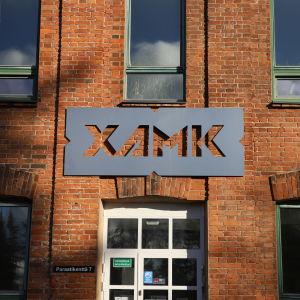 Kaakkois-Suomen ammattikorkeakoulu XAMK:in Kouvolan toimipiste.