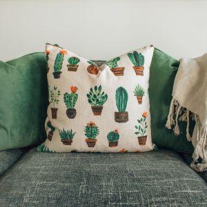 Tyynyjä sohvalla